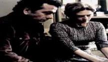 """O Rebu resumo dos capítulos: Na presença de seu psiquiatra, Oswaldo começa seu depoimento para Pedroso e Rosa. Arrasado, ele mostra como está sendo chamado nas redes sociais: """"Louco da Mansão""""."""